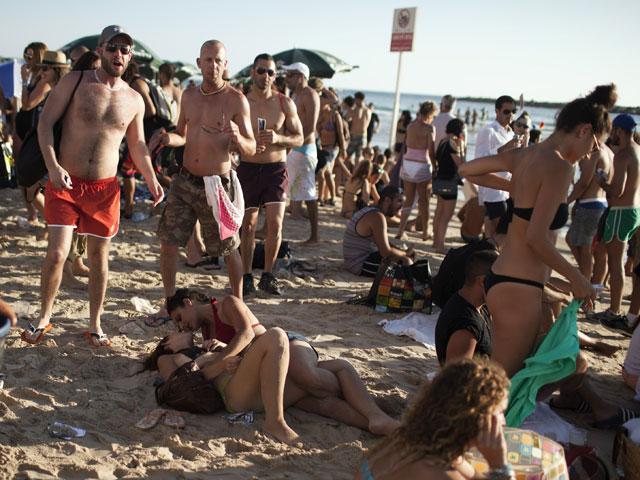 Видео секс на пляже а тель авиве
