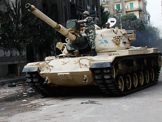 Египетская армия отвела танки из приграничных районов Синая