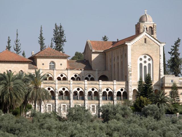 МИД Франции, Ассамблея Католических Ординариев Святой Земли, палестинская администрация и Центр еврейско-христианского диалога резко осудили факт осквернения Латрунского монастыря