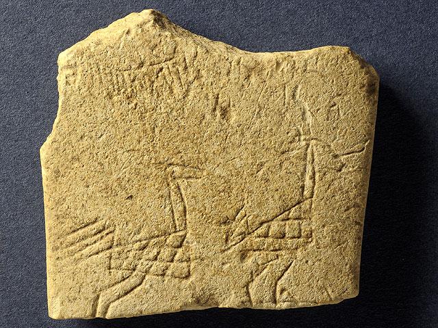 Находка на севере: табличка со страусами и оловянные свиньи, которым тысячи лет