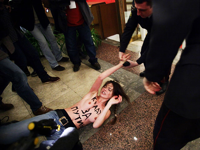 Акция Femen во время выборов в России (архив)