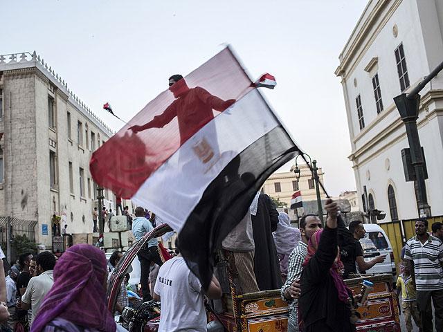 """Протестующие подожгли штаб-квартиру """"Братьев-мусульман"""" в Каире"""