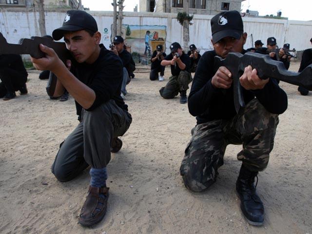 """ХАМАС провел в Газе церемонию первого выпуска """"военной школы"""""""