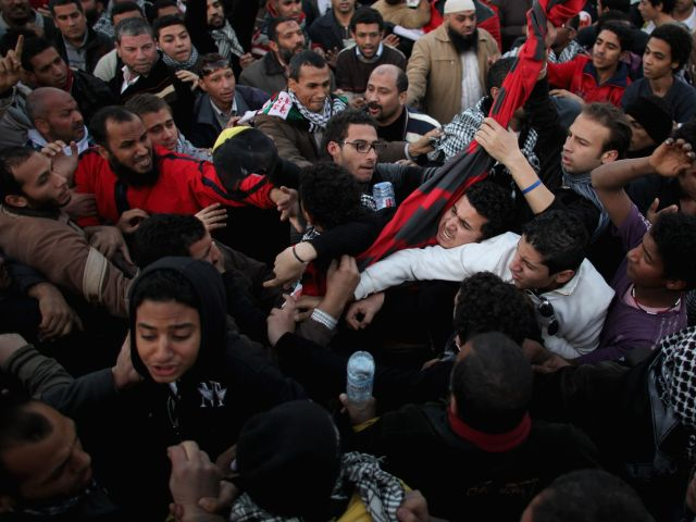 """""""Юбилейные"""" беспорядки в Египте: подожжен офис союзников """"Братьев-мусульман"""""""