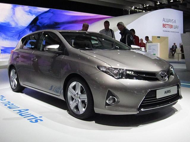 В Израиле началась продажа нового хэтчбека Toyota Auris в бензиновой и гибридной версиях