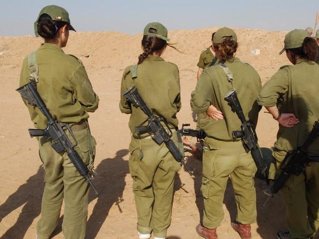 Фото развратных девушек военнослужащих видео онлайн смотреть