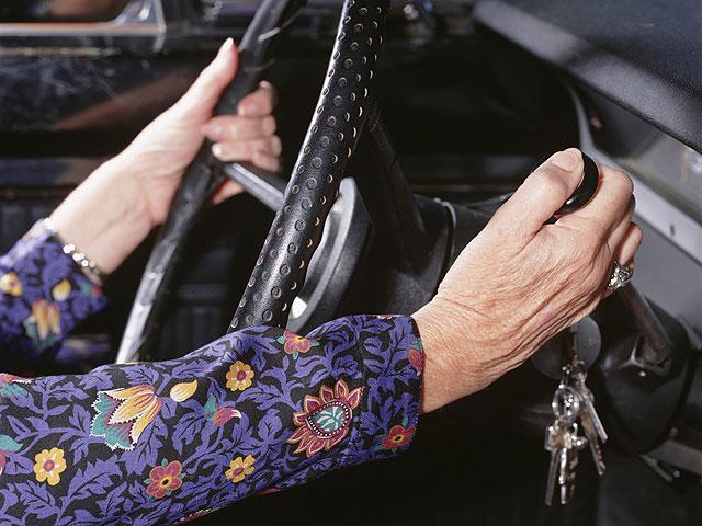 94-летняя англичанка, севшая за руль 80 лет назад, приобрела новый автомобиль