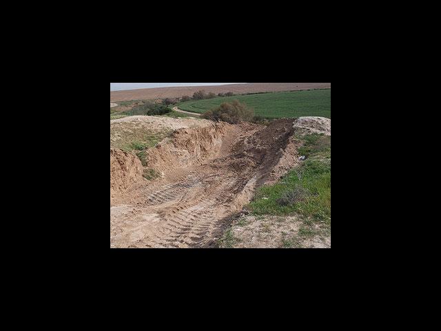 Негев: искатели сокровищ разрушили бульдозером древний курган