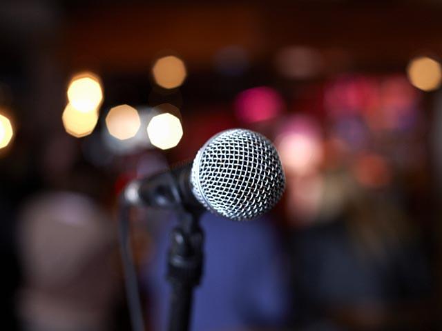"""Израильской певице запретили надеть на """"Евровидение"""" платье от Гальяно"""