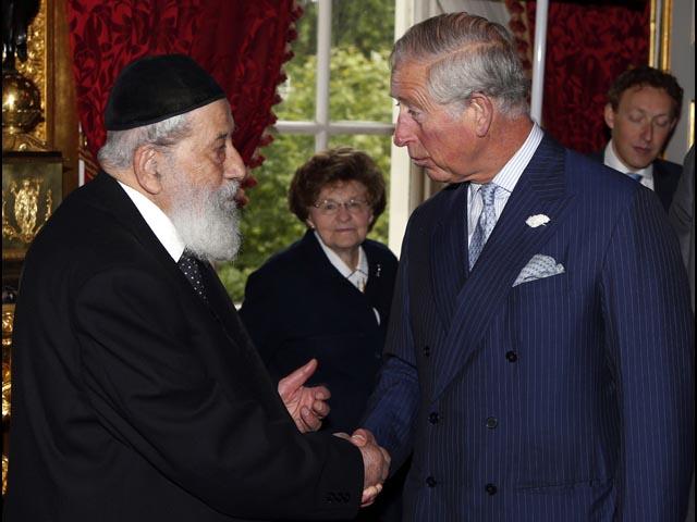 """Принц Чарльз встретился с бывшими """"еврейскими беспризорниками"""", спасенными Чемберленом"""