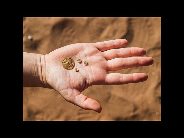 Археологи нашли золото и драгоценности в древней мусорной яме