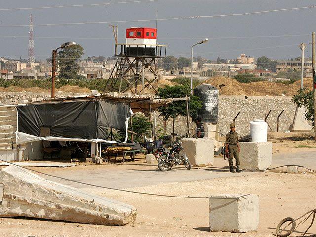 Египетская армия проводит масштабную операцию против террористов в районе сектора Газы