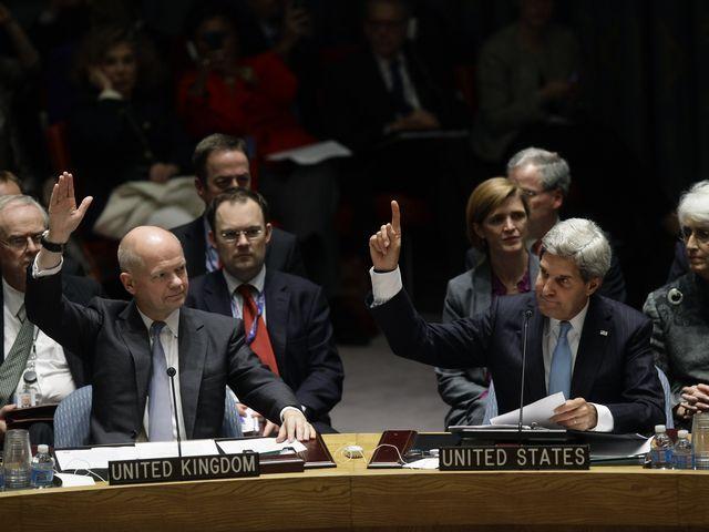 Глава МИД Великобритании Уильям Хейг и госсекретарь США Джон Керри на голосовании в СБ ООН по сирийскому химоружию. 27.09.2013