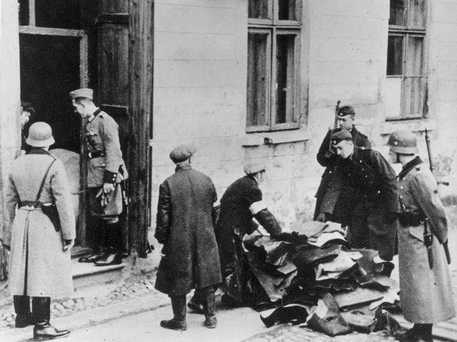 Нацисты в Польше. Июль 1941 года