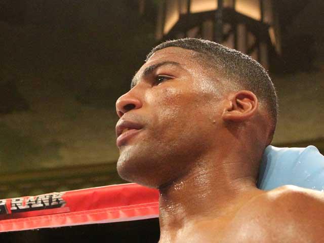 Олимпийский чемпион и временный чемпион мира по боксу арестован за домашнее насилие