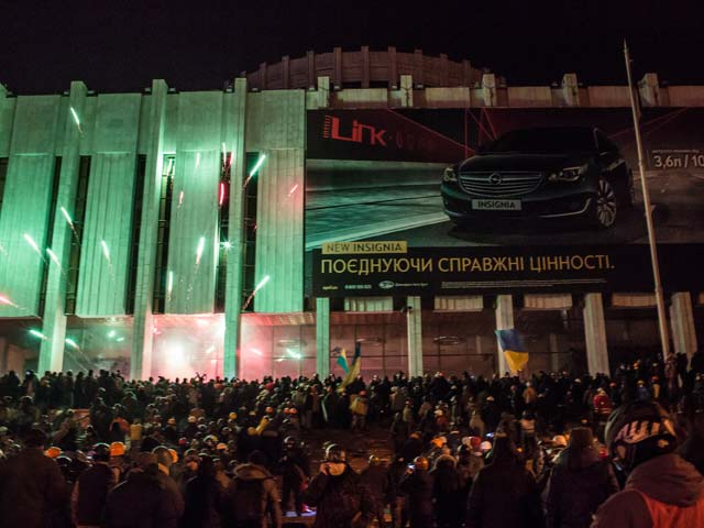 Около Украинского дома. Ночь на 26 января 2014 года