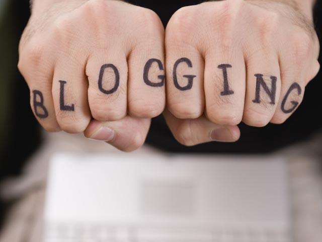 Совет Федераций утвердил скандальный законопроект, приравнивающий блогеров к СМИ