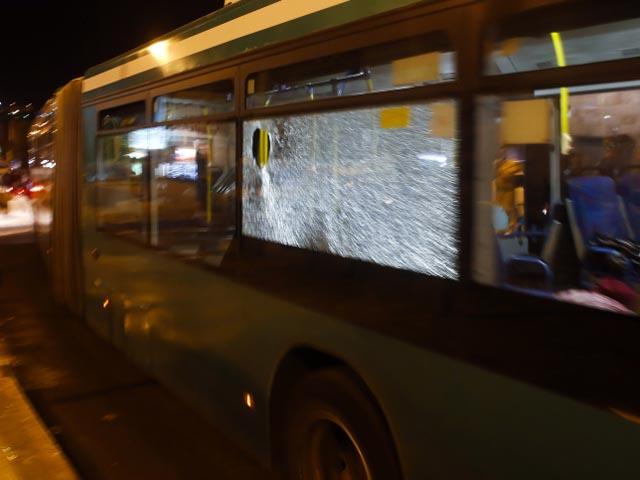 В Галилее неизвестные забросали камнями автобус, ранен водитель