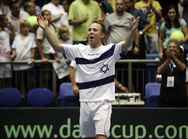 Теннис: Дуди Села вышел во второй круг US Open, Шахар Пеэр вылетела