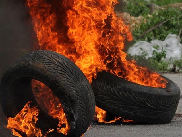 сосед по  даче разжигает костры