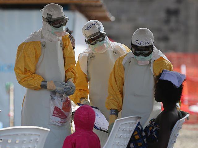 Число жертв эболы приближается к 5.500