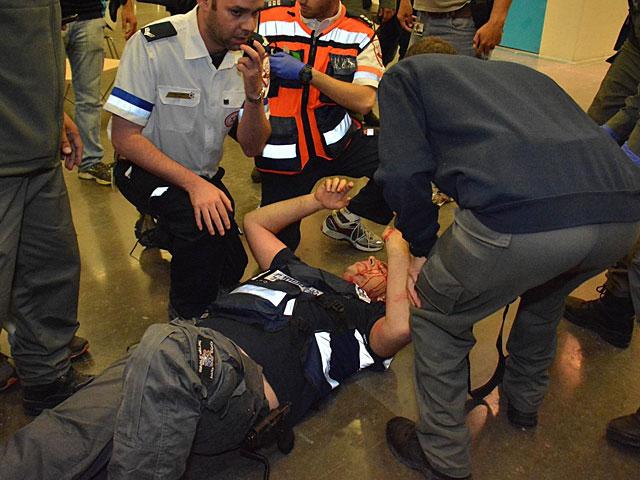 Полиция оттеснила демонстрантов с площади Рабина, однако беспорядки продолжаются