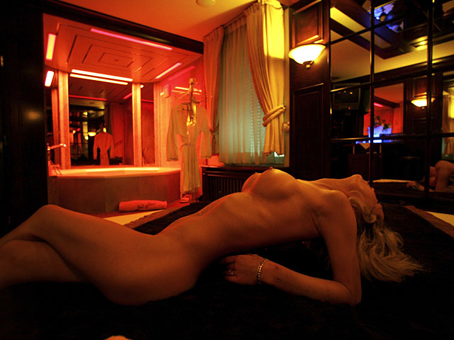 Амстердаме в бардель с проститутками халяльными