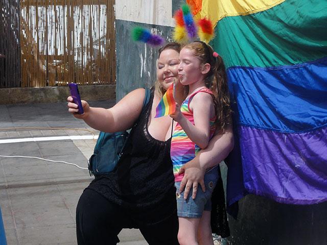 Молодые в гей роликах фото 385-882