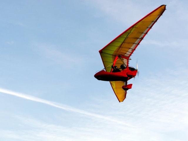 Двухместный сверхлегкий самолет (иллюстрация)