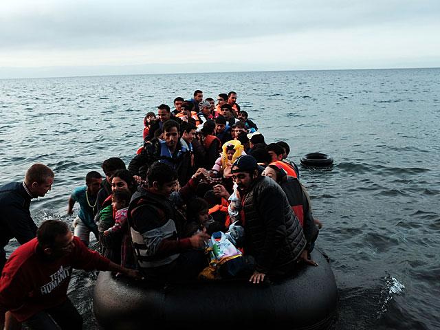 У берегов Греции перевернулось судно с мигрантами: среди погибших дети