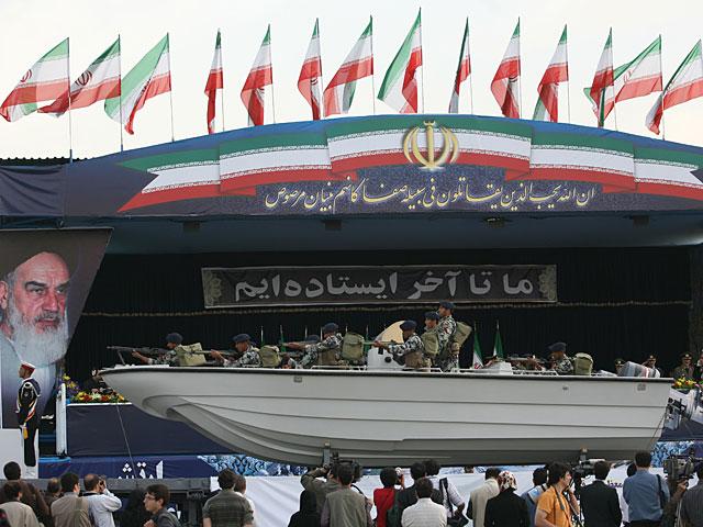 """Селфи под крики """"Смерть Израилю"""": Иран отмечает годовщину революции"""