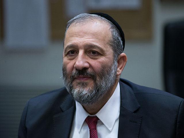 Глава МВД может лишить статуса постоянного жителя Израиля основателя BDS