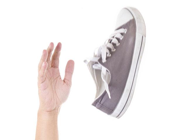 В египетского депутата, отобедавшего с посолом Израиля, брошен ботинок