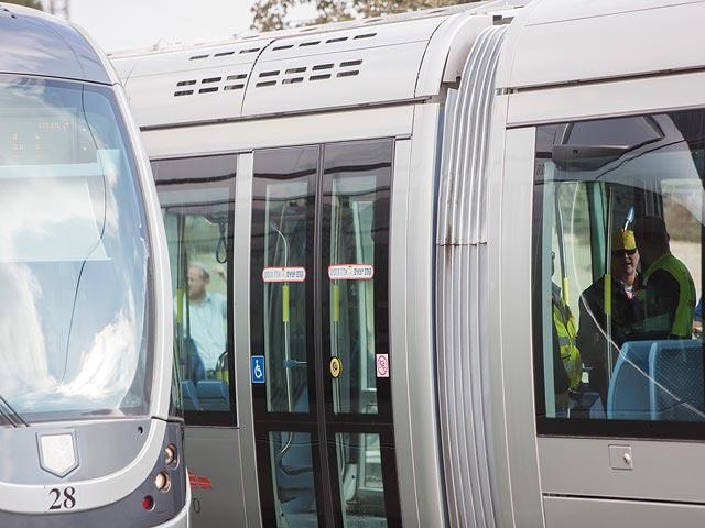 """Иерусалимский трамвай подвергся """"каменной атаке"""" в Шуафате"""