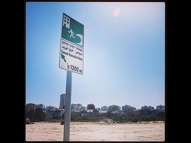 На побережье Израиля начата установка знаков, предупреждающих об угрозе цунами