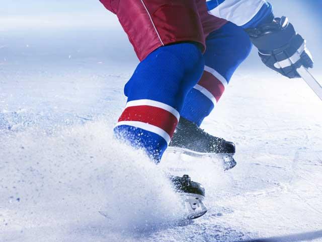 Судья, обслуживавший матч студенческой лиги, умер, ударившись головой об лед