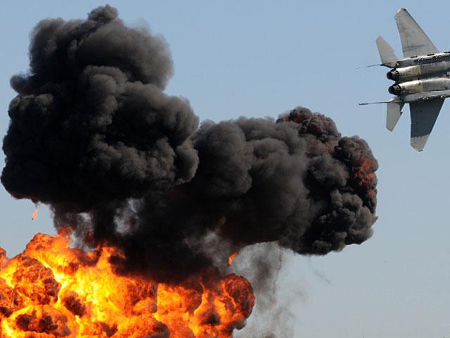 Российская авиация атакует боевиков в Сирии и доставила гуманитарную помощь в Алеппо