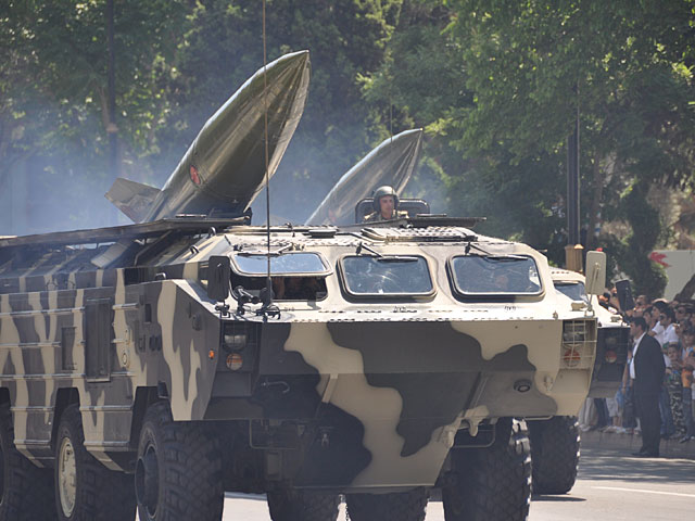 """Ракетный комплекс """"Точка У"""" на параде в Баку"""