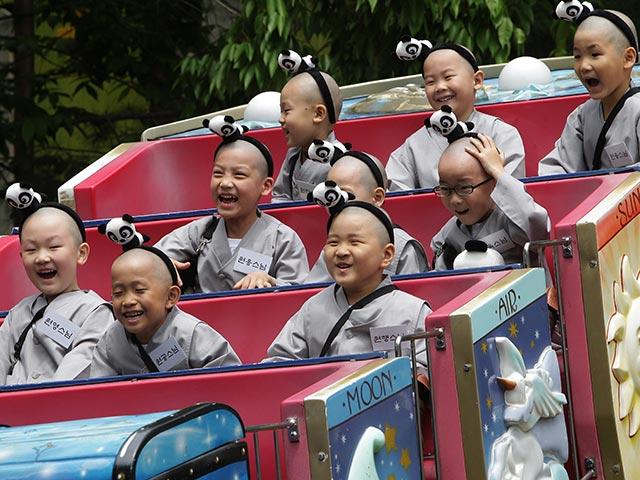 Каникулы маленьких монахов под знаком большой панды