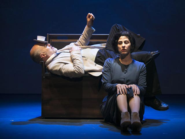 """В театре """"Гешер"""" в Тель-Авиве состоятся показы спектакля """"Алиса"""""""
