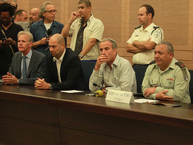 Этому вопросу было посвящено заседание парламентской комиссии по иностранным делам и обороне