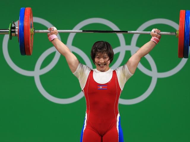 Тяжелая атлетика: золото завоевала спортсменка из КНДР, белоруска на втором месте