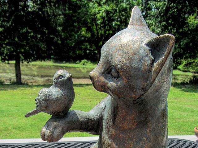 В Стамбуле установлен памятник коту, прославившему свой район