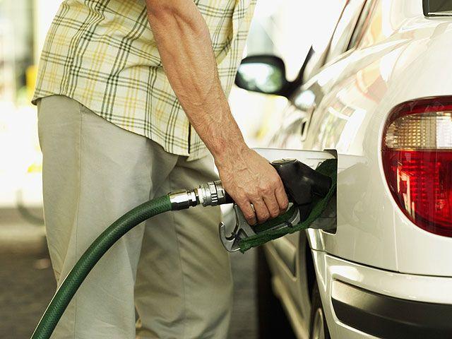 После обрушения курса египетского фунта правительство повысило цены на топливо