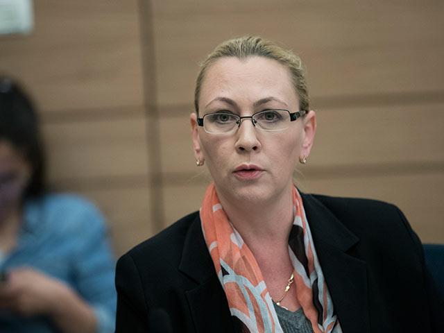 Депутат Малиновская предложила запретить некоторые виды рекламы, в том числе - интимных услуг