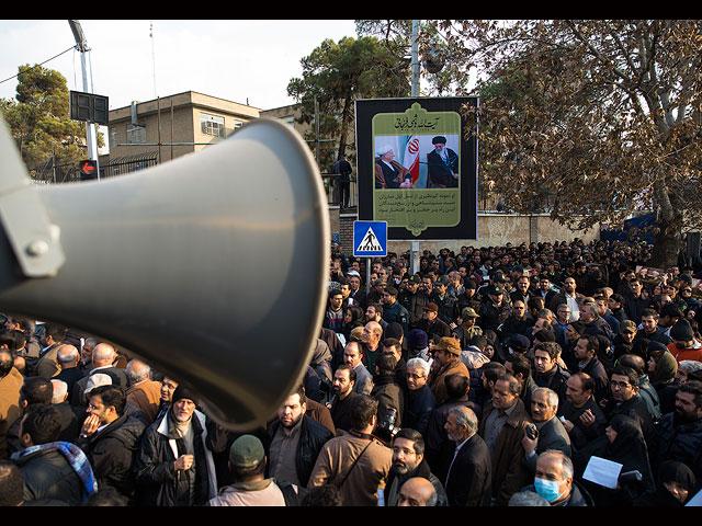 """В Иране президента Рафсанджани похоронили под крики """"Смерть России!"""""""