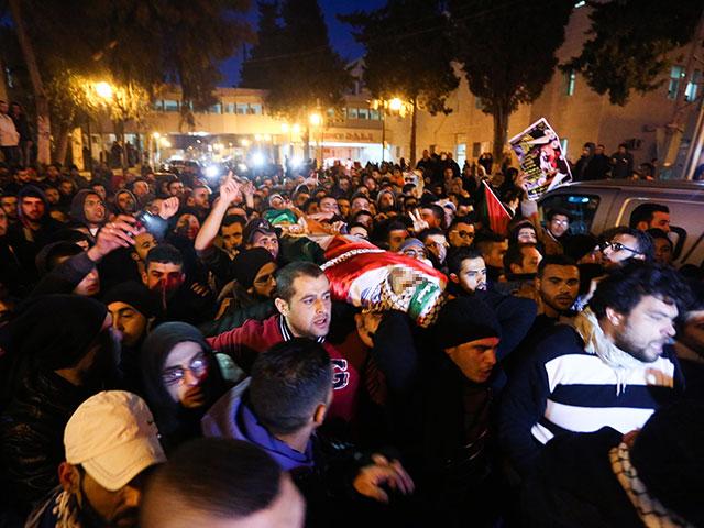 Израиль передал палестинцам тело террориста, умершего в больнице