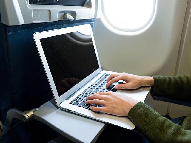 США вводят запрет на провоз электроники в самолетах, прибывающих из 13 стран