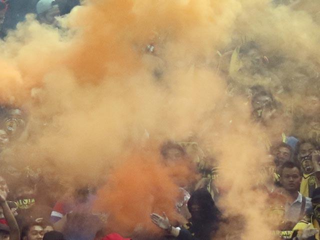 "Начало матча ""Лион"" - ""Бешикташ"" отложено из-за бесчинств турецких болельщиков"