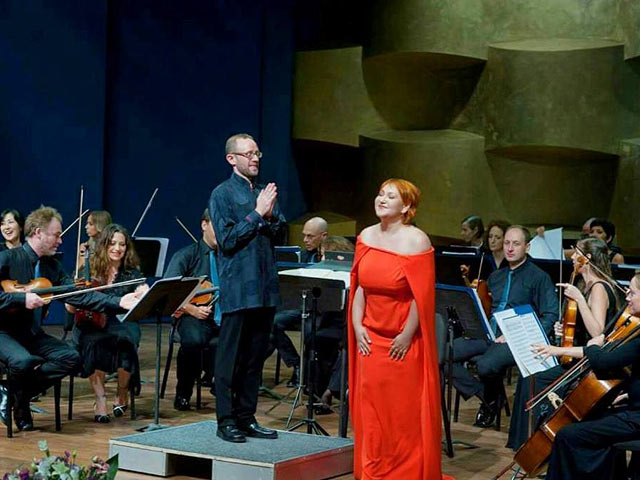 """В пятницу 19 мая в зале """"Реканати"""" Тель-Авивского музея состоится концерт вокального октета под управлением Стивена Коннолли"""